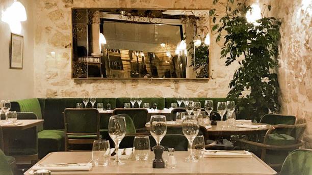 le-caveau-du-palais-salle-cote-bar-place-dauphine-341ab